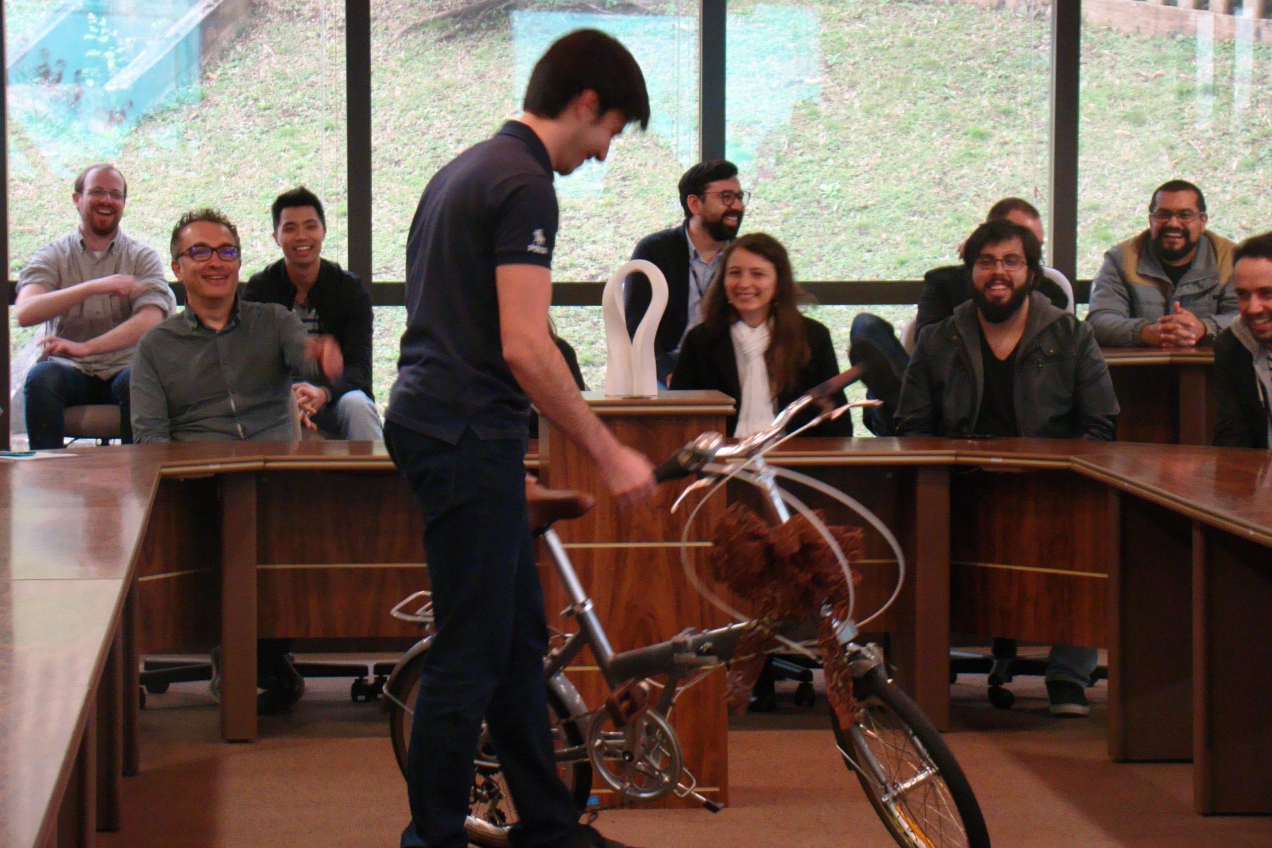 Vencedor do concurso, Érik Gurski ganhou uma bicicleta