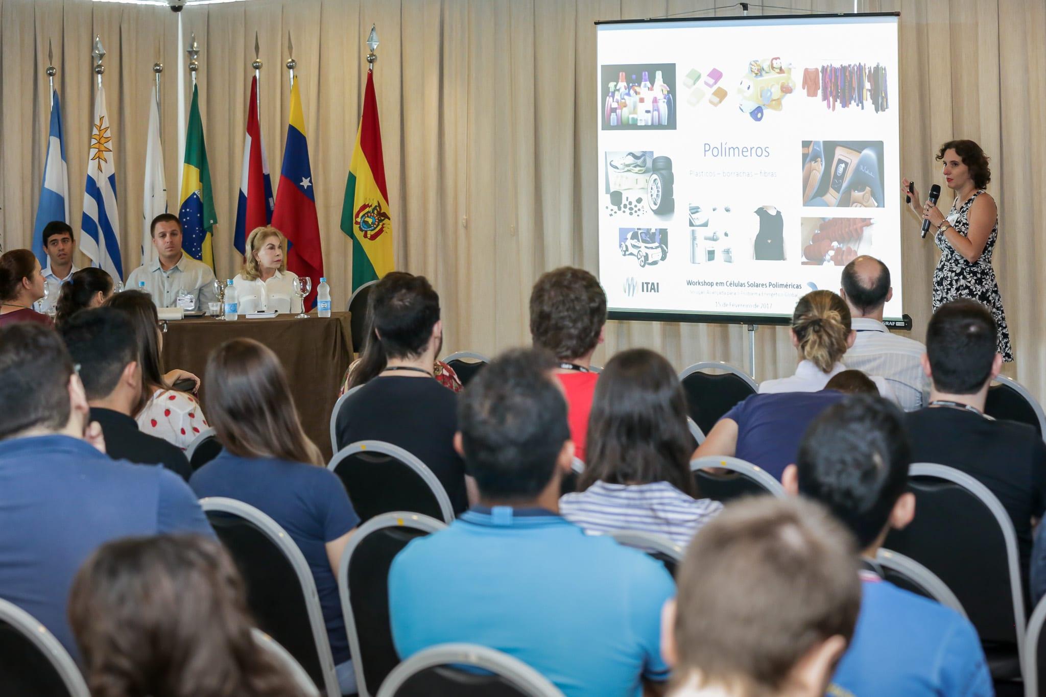 A pesquisadora dos Institutos Lactec, Marilda Munaro, falou sobre as aplicações dos polímeros na engenharia